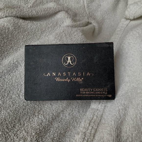 Anastasia Beverly Hills Other - ABH Eyebrow Kit